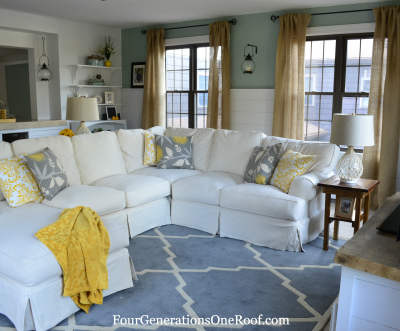 Coastal cottage family room {feature at Curbly}