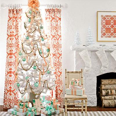 Snow White tree with turqois ornaments