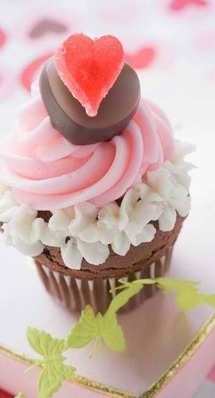 10 cupcake decorating ideas {valentines day} - Four ...