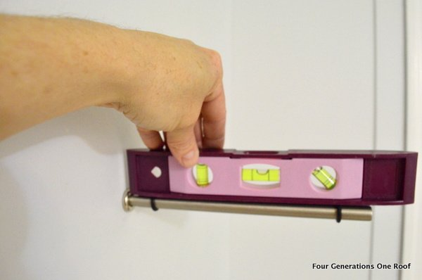 How to install a bingo bracket for a glass shelf