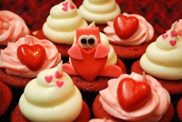 red and pink googly eye cupcakes