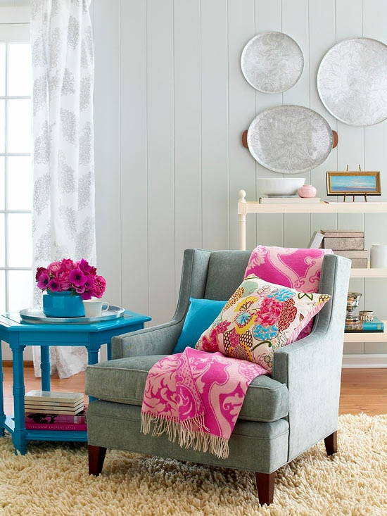 Avoid Winter Blues In A Living Room With Pink And Blue