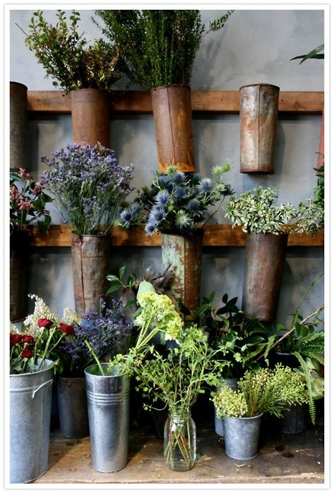 Easy creative outdoor planters four generations one roof for Outdoor wall flowers