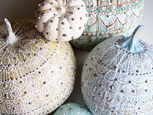 studded pumpkin decorating ideas