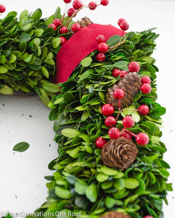 how to make a wreath using boxwood christmas wreath-4