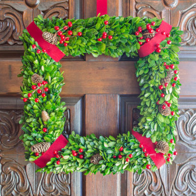 how to make a wreath using boxwood {christmas wreath} + pinning party