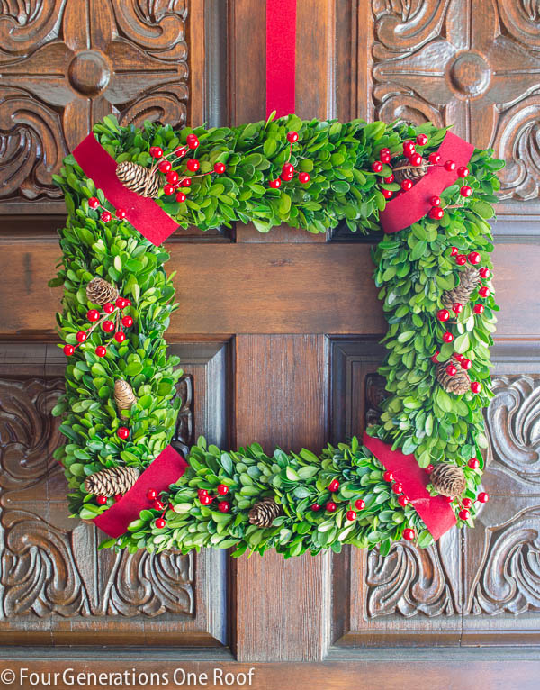 how to make a wreath using boxwood christmas wreath