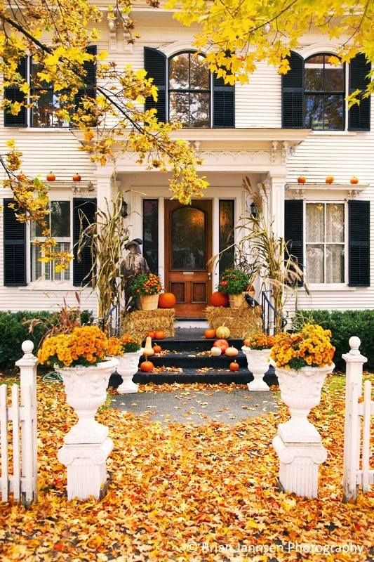 Gorgeous front door fall decorating ideas four Beautiful fall front porches