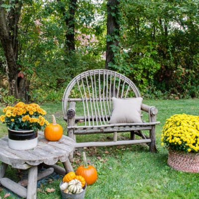 Simple Outdoor Fall Decorating at my friends home