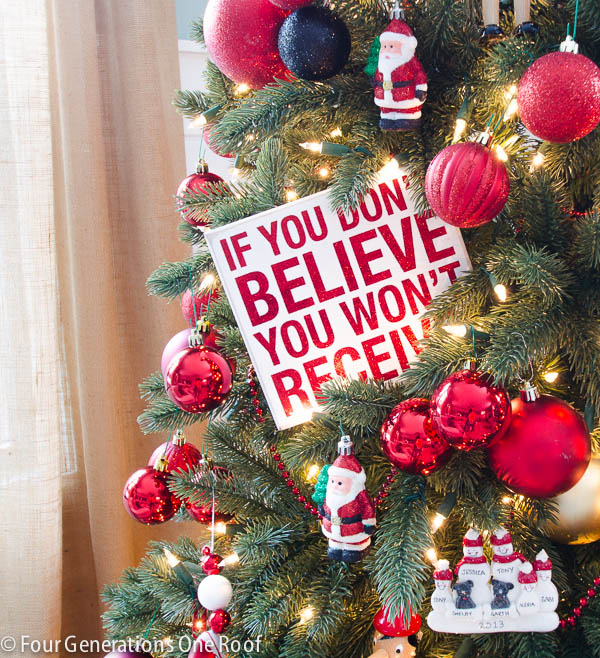 How to decorate a Christmas tree - Red + black