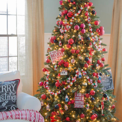 How to decorate a Christmas tree {black + red}