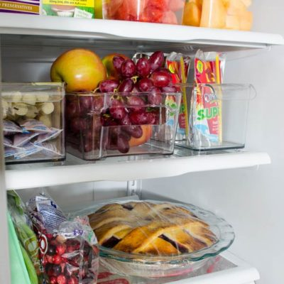 How to clean a refrigerator {homemade cleaning solution}