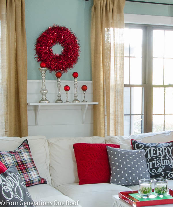 Christmas decorating ideas - red + black living room-7