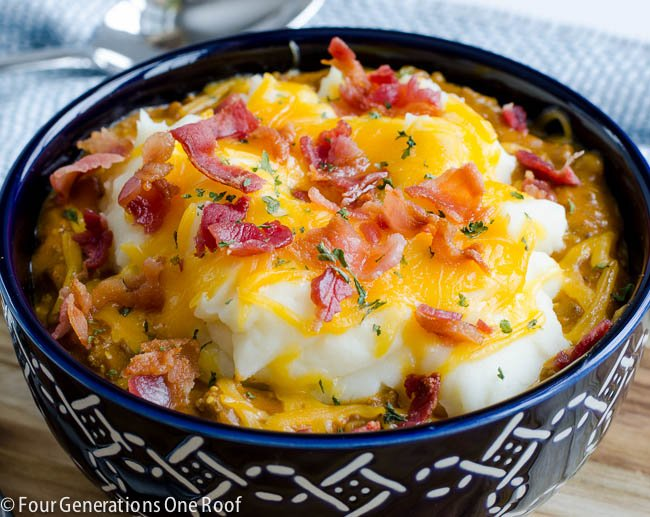 bacon cheeseburger shepherd's pie / perfect for a quick dinner during the week. Feeds 5-7.