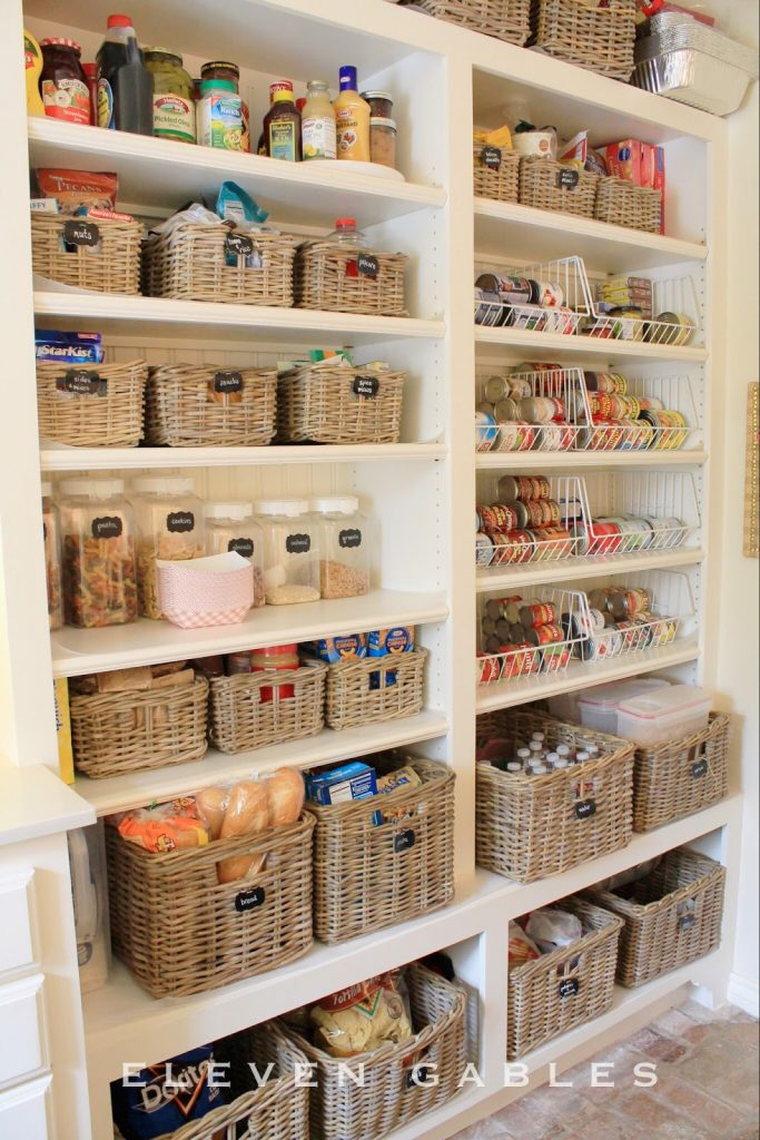 Organizing wire shelves : Pantry organization with baskets