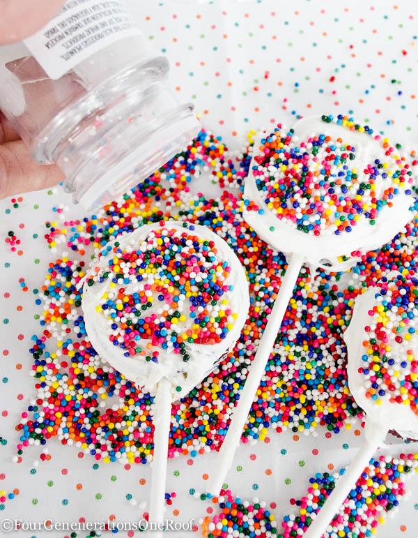 Red-Velvet-Oreo-Cookie-Pops-6