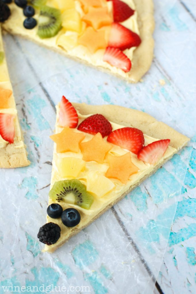rainbow-fruit-pizza
