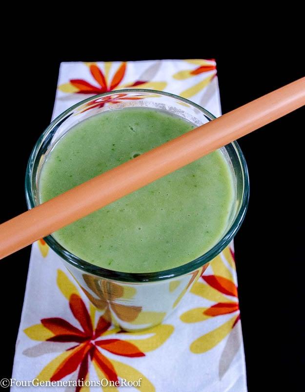 Avocado smoothie + banana + kahl smoothie / FODMAP friendly