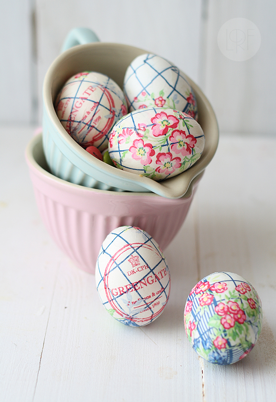 paper-napkin-decorated-easter-eggs