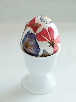 pressed-flower-easter-egg