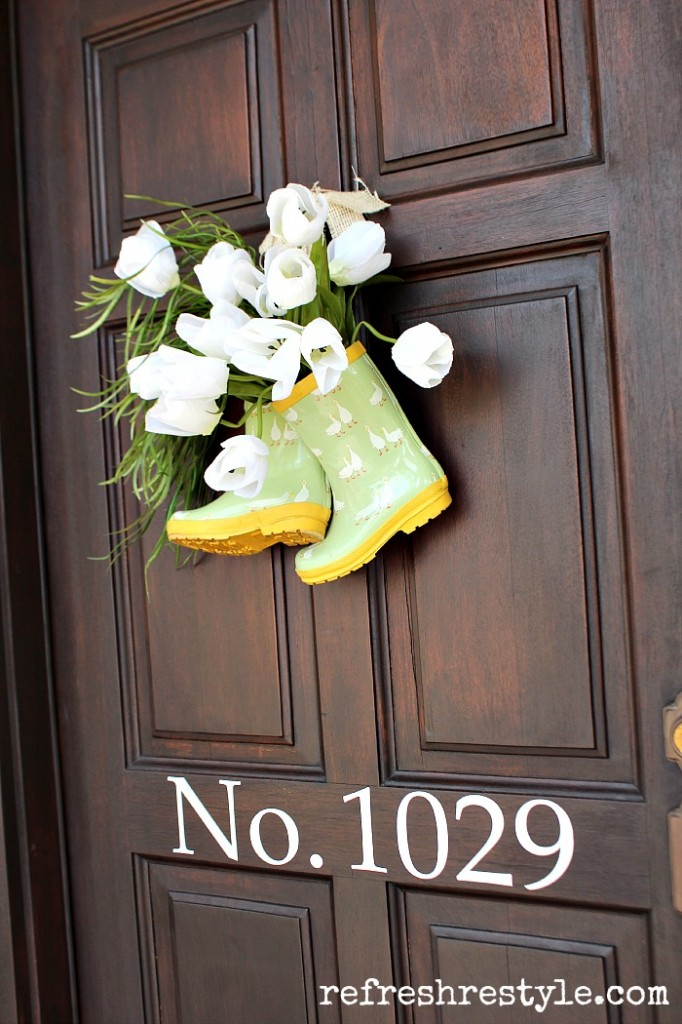 rain-boots-tulip-door-decor