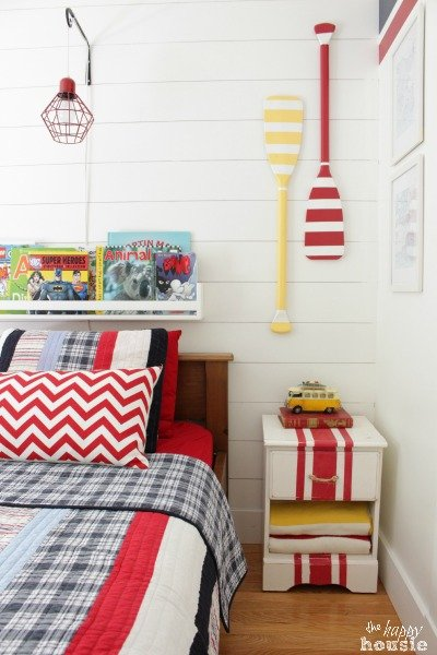bright-beach-house-boys-room