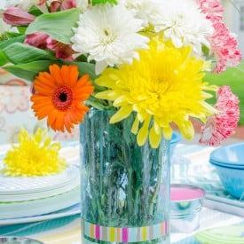 DIY Vase + Washi Tape {10 minute idea} Love this summer outdoor decorating idea. Jazz up a vase with Washi tape!
