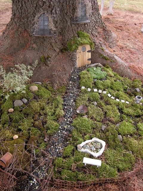 tree-stump-fairy-garden