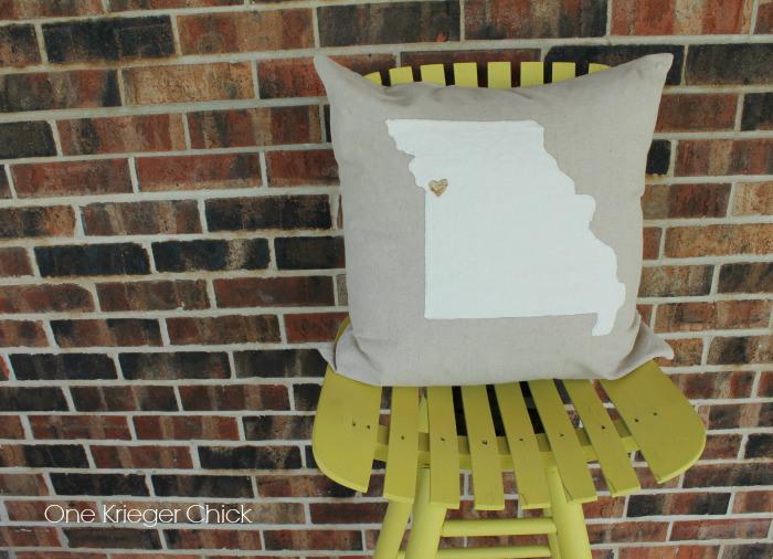 Velveteen-State-Love-Pillow-Missouri