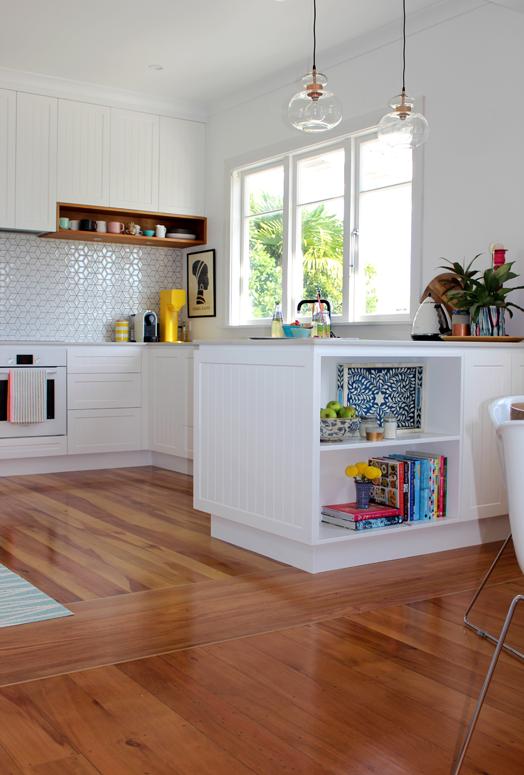 11-light-bright-modern-bungalow-kitchen