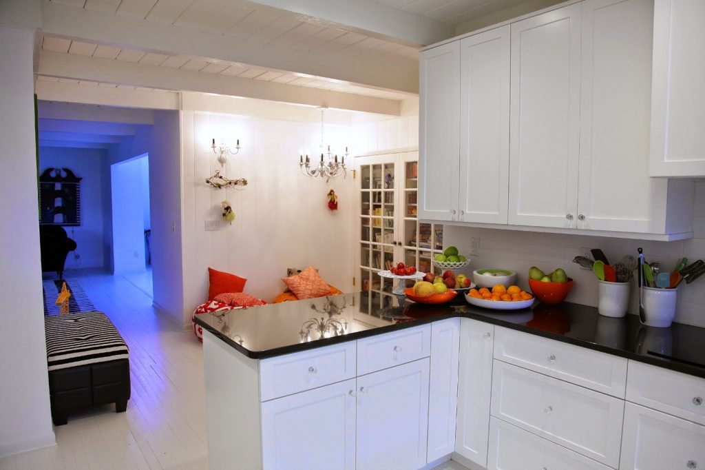 40-kitchen-with-book-nook