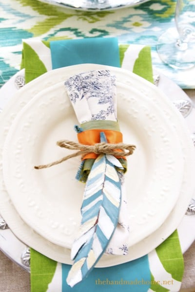 turquoise-green-feathers-table