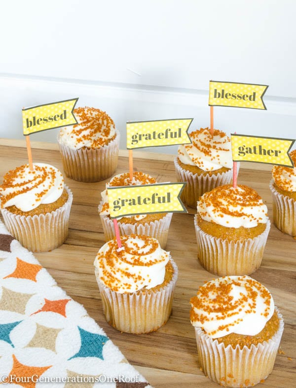 Thanksgiving cupcake toppers / gather/blessed/grateful {free Thanksgiving printable}