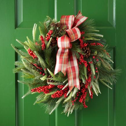 berry-holiday-wreath-traditional