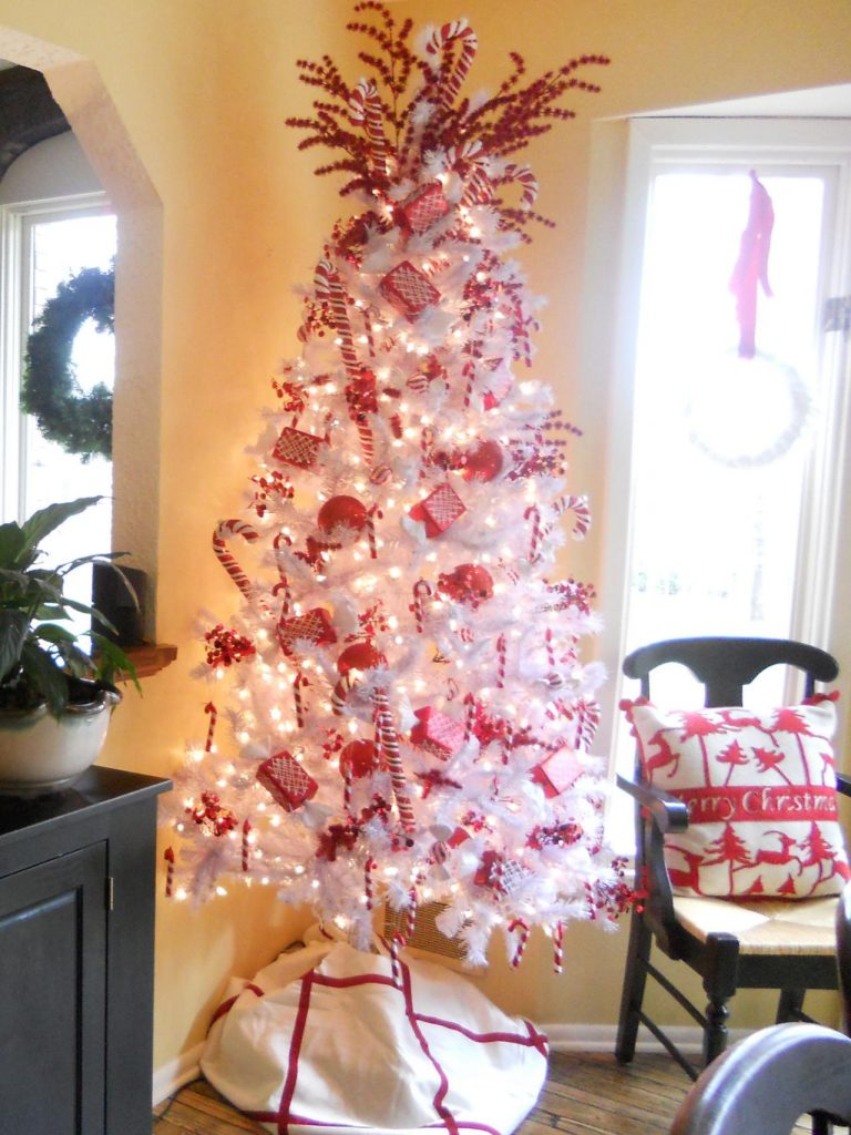 Christmas trees decorated with candy - Classic Christmas White Tree