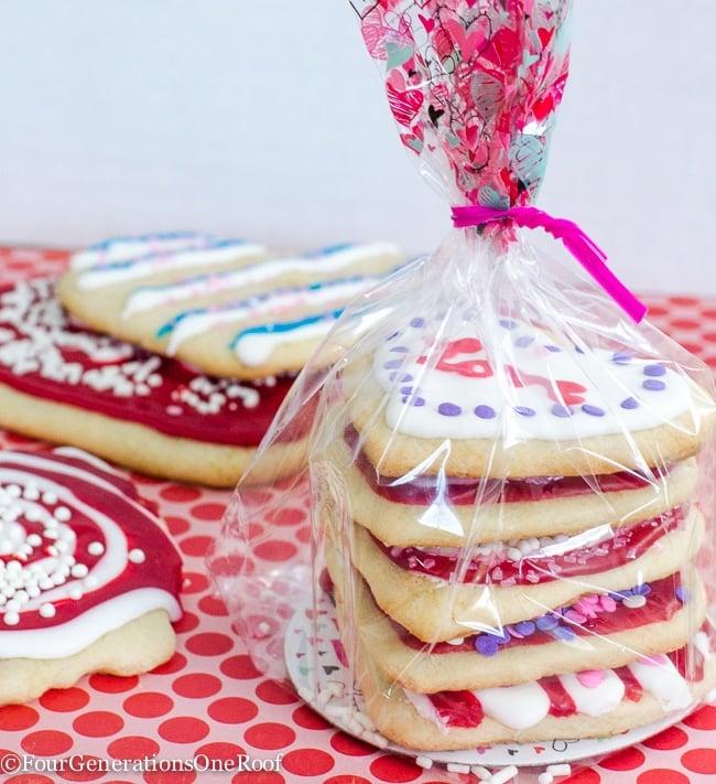 Valentine treat ideas: Decorating Valentines Day Cookies