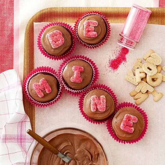 Valentine treat ideas: Valentine Cupcakes via Better Homes and Gardens