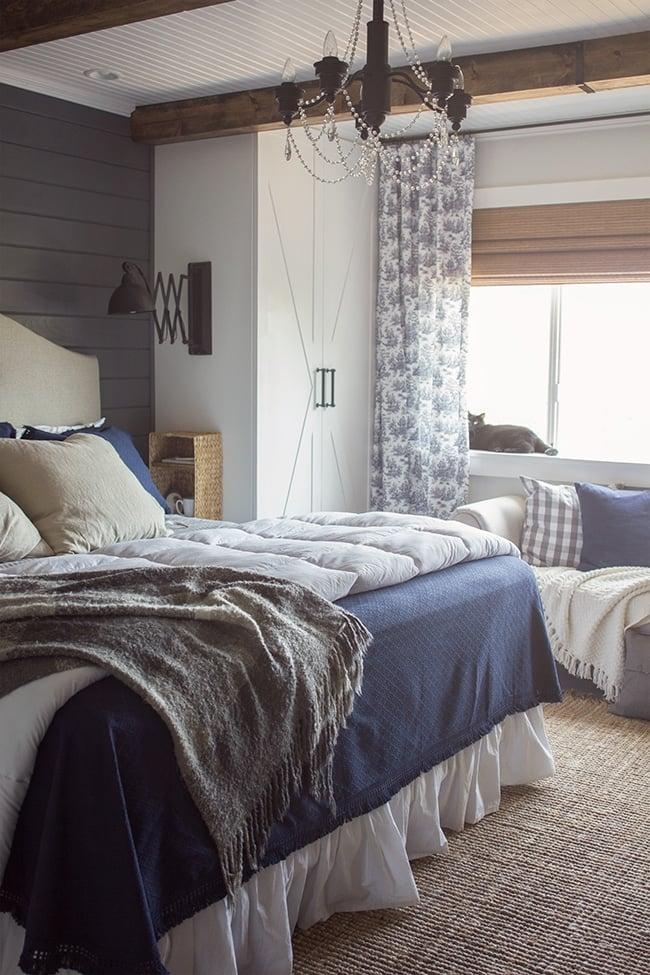 36-cozy-master-bedrroms-blue-gray-cozy-layers