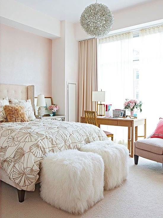 36-cozy-master-bedrooms-fur-covered-ottomans