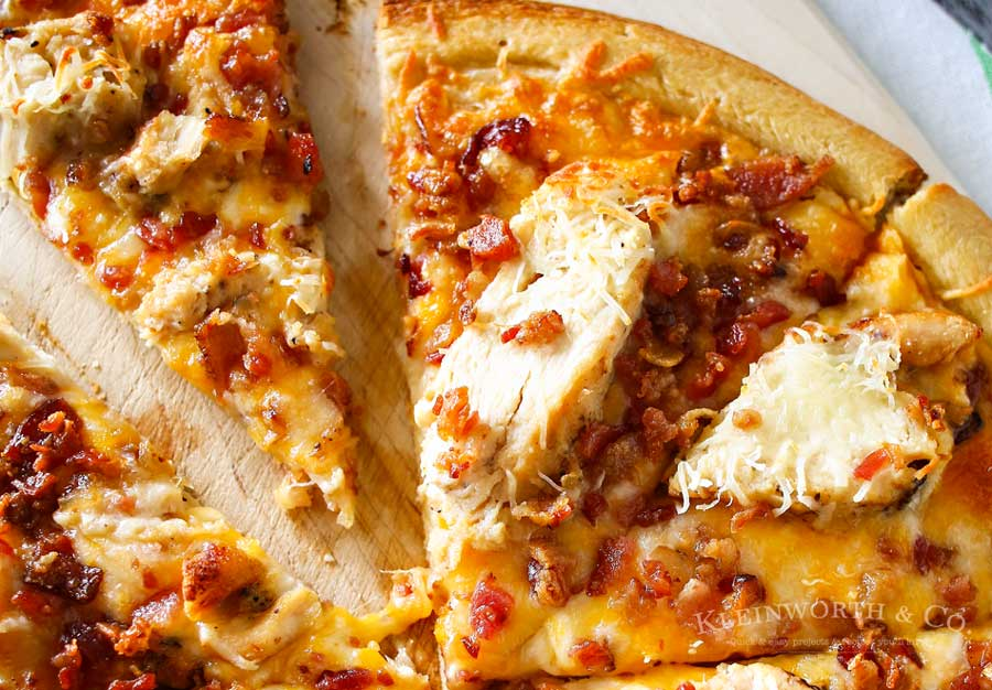 Grilled-Chicken-and-Bacon-Pizza-900