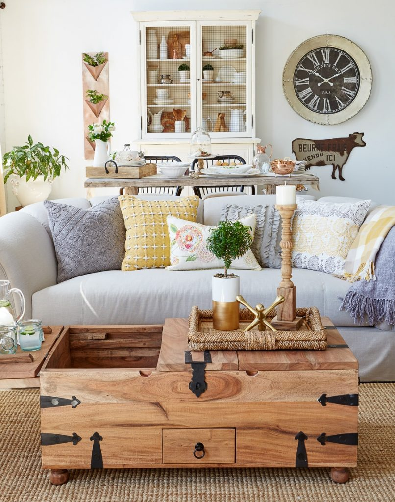 Farmhouse Living : Modern Farmhouse Living Room {behind the scenes at ...