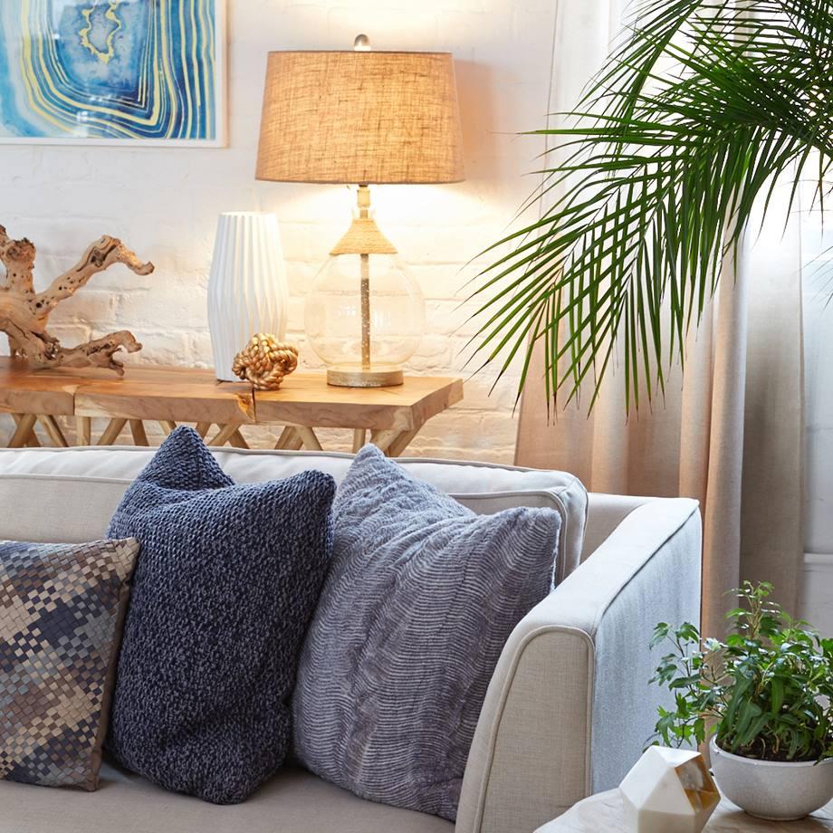 5 Tips to Nail a Navy Blue Coastal Living Room