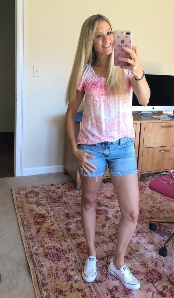 tips to increase energy Jessica bruno pink shirt, shorts and white converse all stars