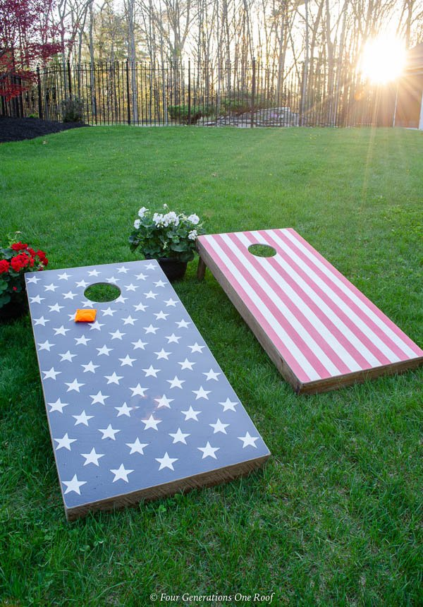 4th of July cornhole game on green grass