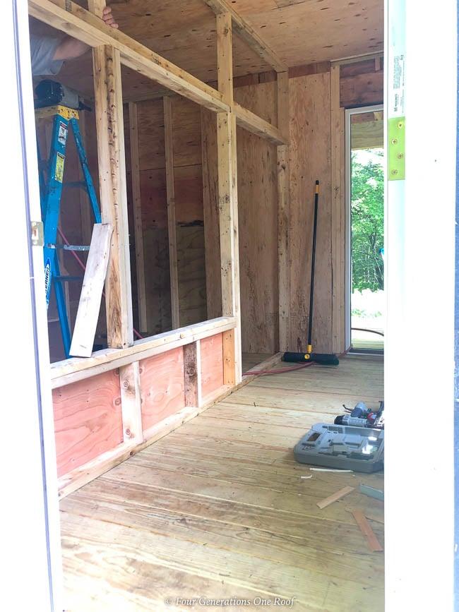 walk in chicken coop, partition wall,